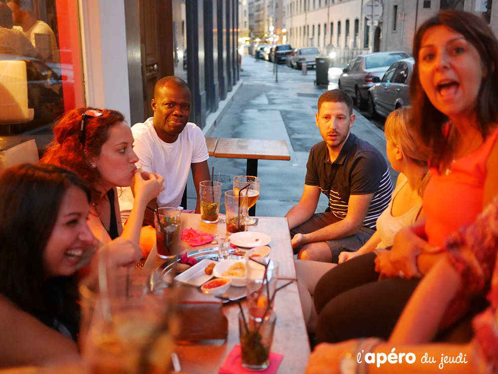 Bar l'Evolution : terrasse lounge et mojito