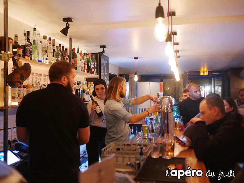 otaku social bar