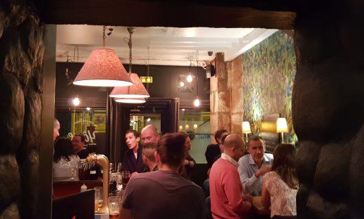 Le bar Hôme, rue de Bourgogne
