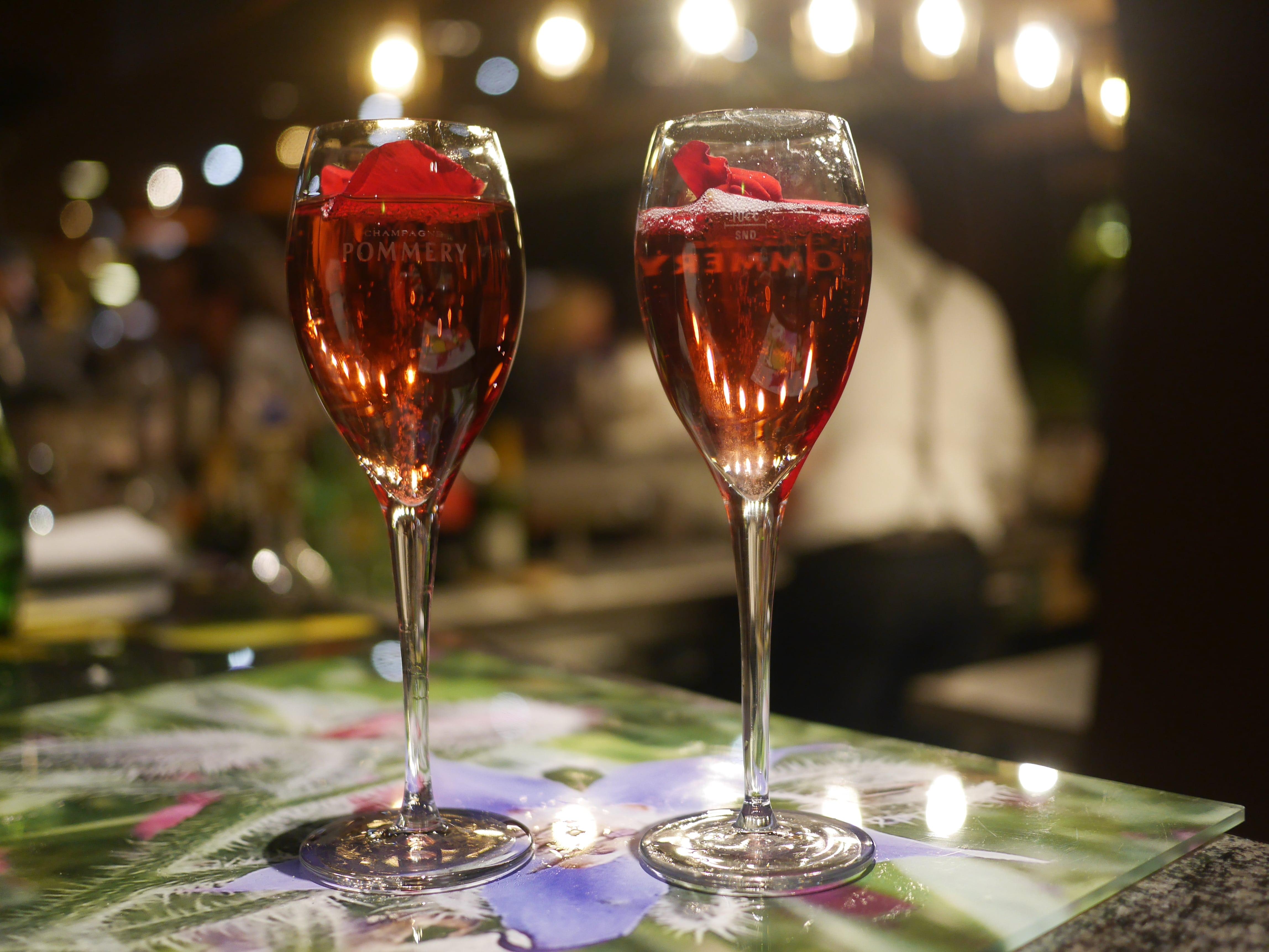 Célibataires : 5 façons de faire des rencontres avant le couvre-feu de 18h